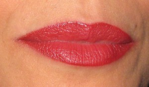 Dior Addict 773 Rouge Podium swatch at the five hour mark.