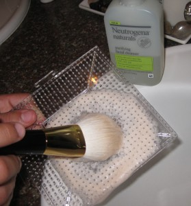 Cleaning Tom Ford Bronzer Brush.