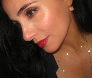 Chanel Inspiration 64 Le Blush Creme de Chanel swatch on the cheeks.