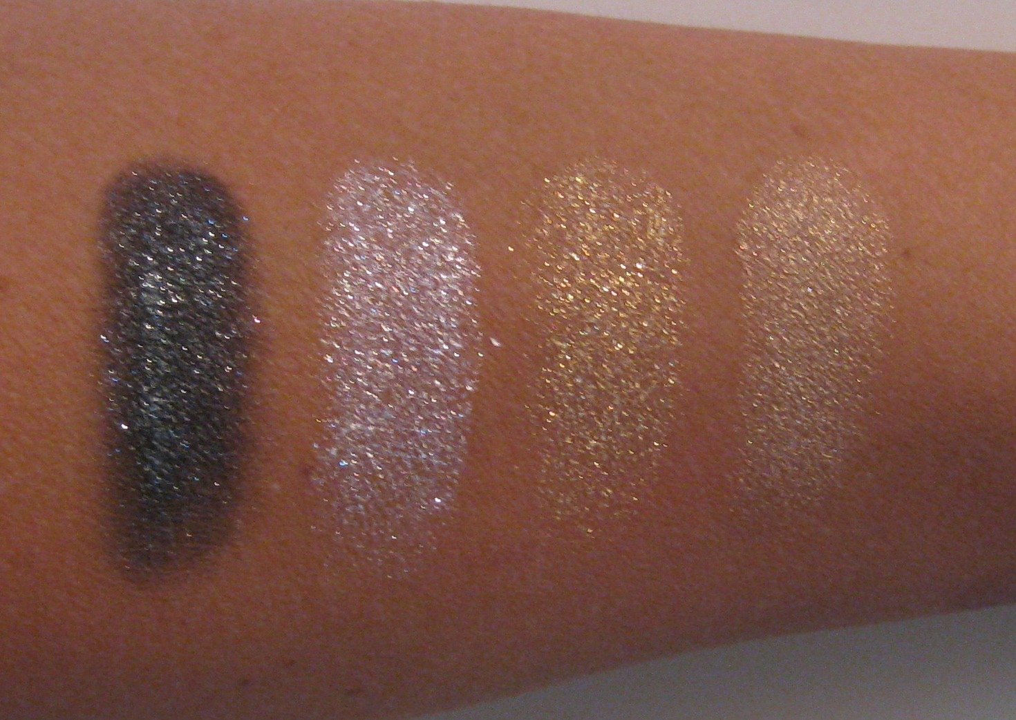 Illusion D'Ombre Long Wear Luminous Eyeshadow by Chanel #10