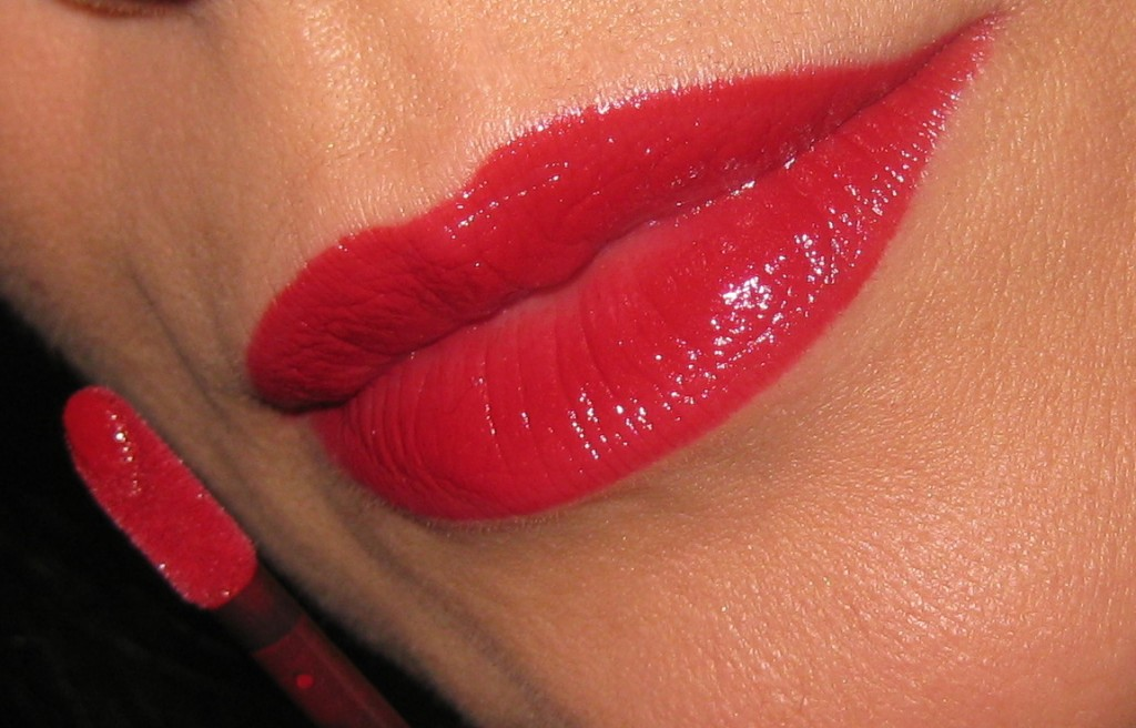 Shiseido Lacquer Rouge RD501 swatch.
