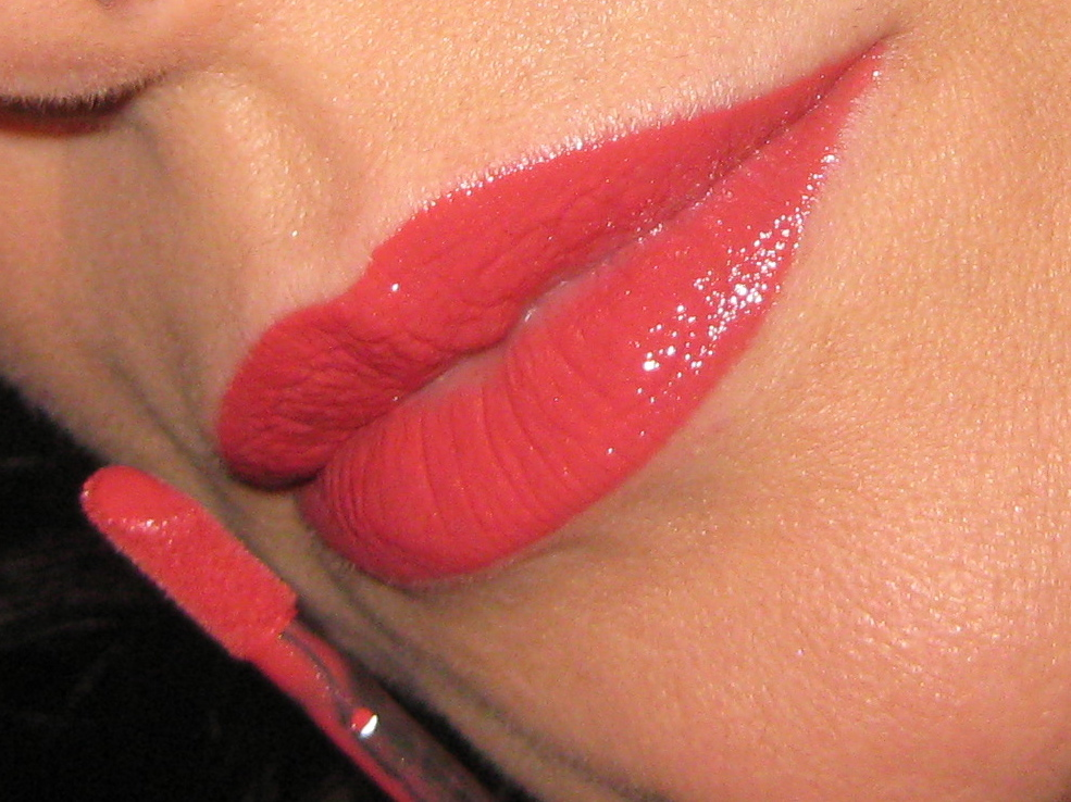 Shiseido Lacquer Rouge RD314 swatch.