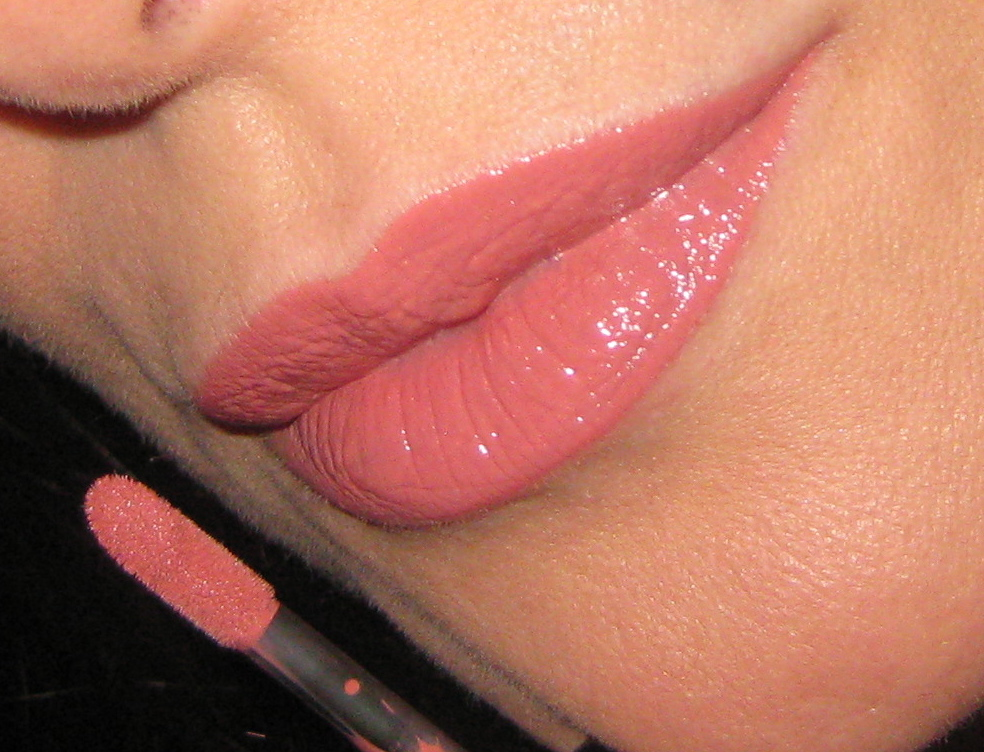Shiseido Lacquer Rouge RD203 swatch.