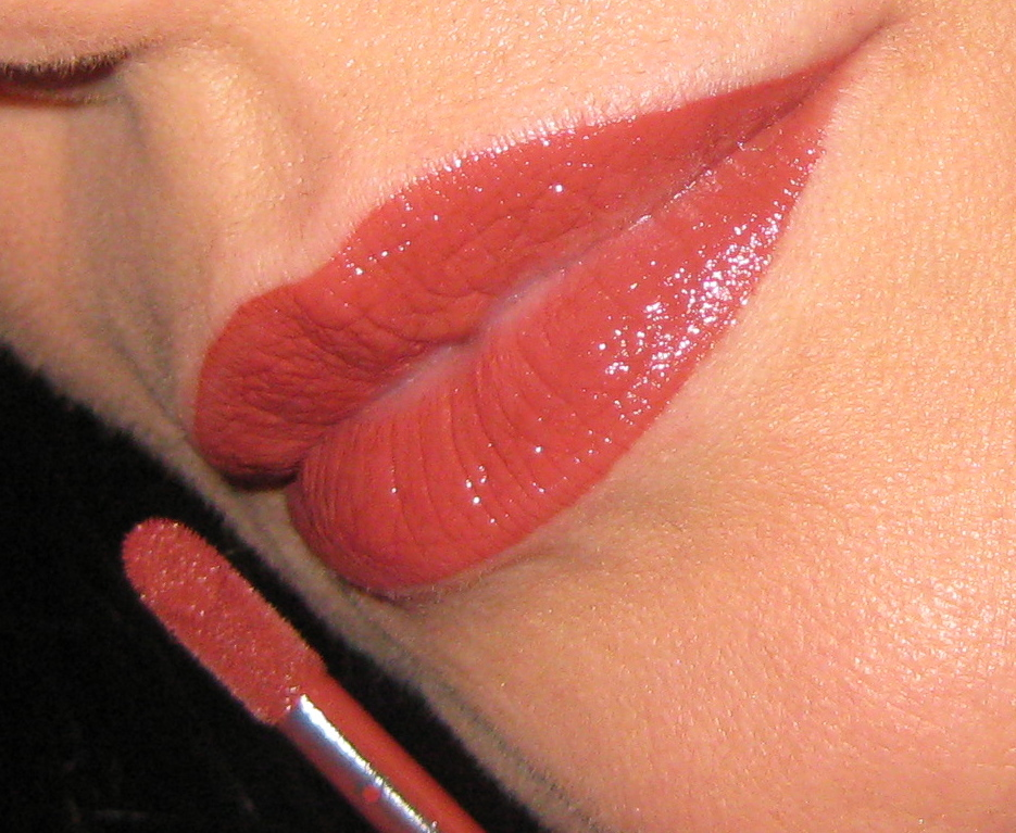 Shiseido Lacquer Rouge RD702 swatch.