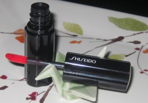 Black Friday Makeup Finds: Shiseido RD413 Lacquer Rouge.