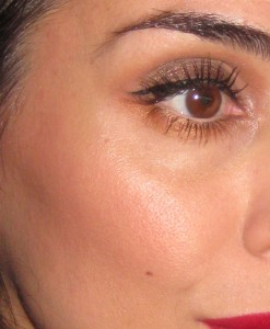 RMS Beauty Buriti Bronzer  worn as a contour color.