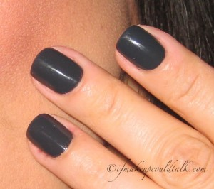 Day 2: Lancome Noir Caviar 585N Vernis in Love (with flash).