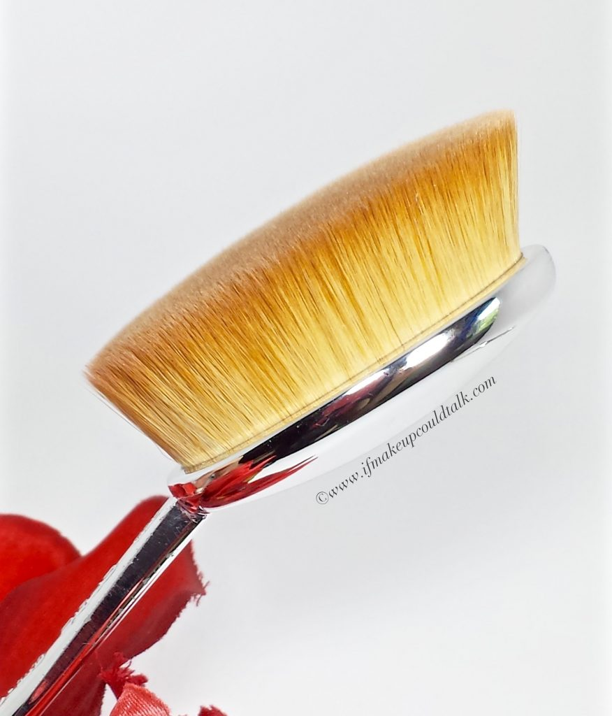 Artis Brush Oval 7.